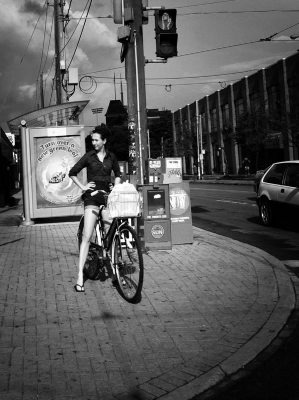 street_woman_on_bike